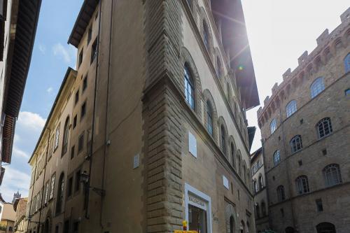 1. Palazzo Scali Ricasoli - Via delle Terme
